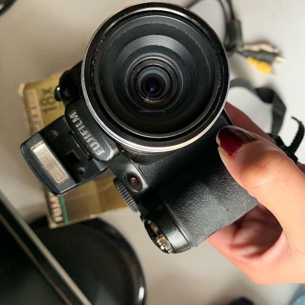 Câmera semi profissional fujifilm finepix s1800