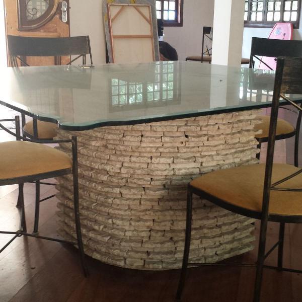 Mesa com pé em mármore