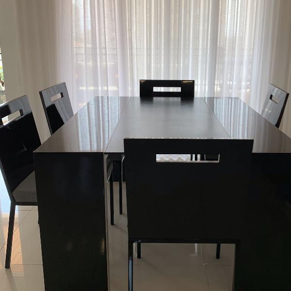 Mesa de jantar com seis lugares