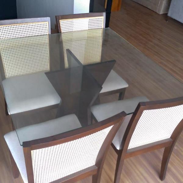 Mesa quadrada (110cm x 110cm - tampo de vidro) + 4 cadeiras