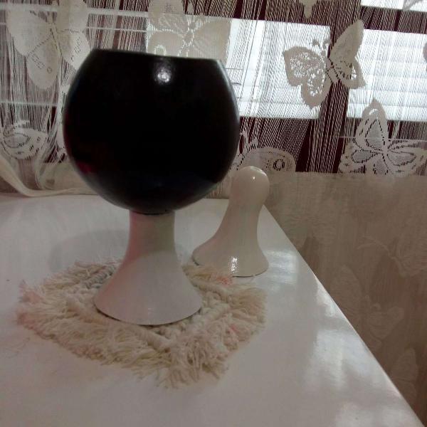 Porta objetos artesanal feito com cabaça preto e branco