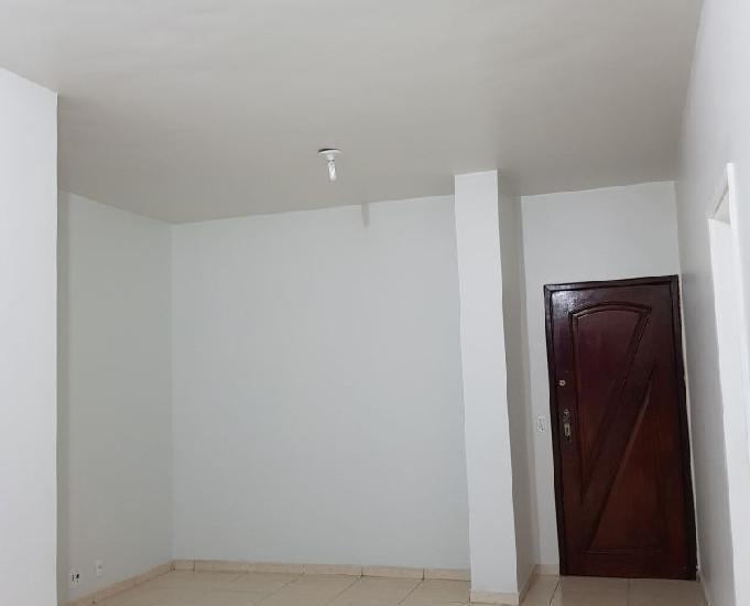 Aluguel apartamento quatro quartos no méier, rua adriano.