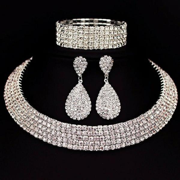 Lindo conjunto de colar e brinco para noivas e debutantes,