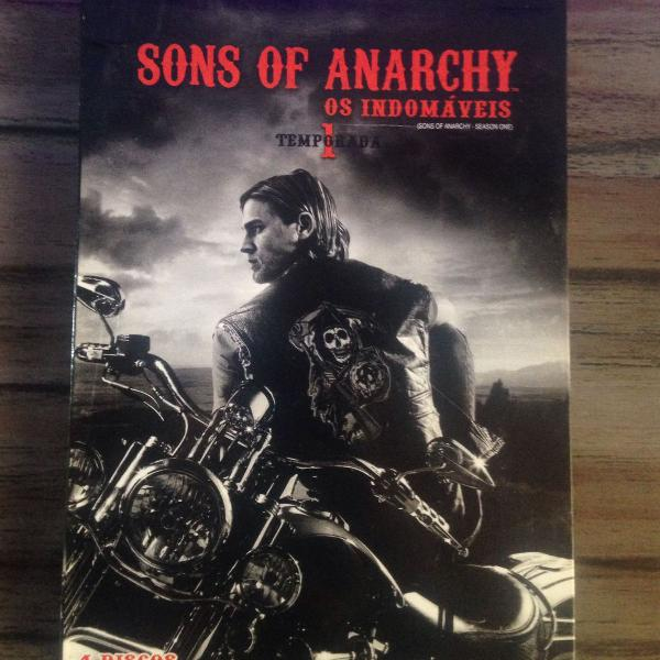 1a temporada da série sons of anarch