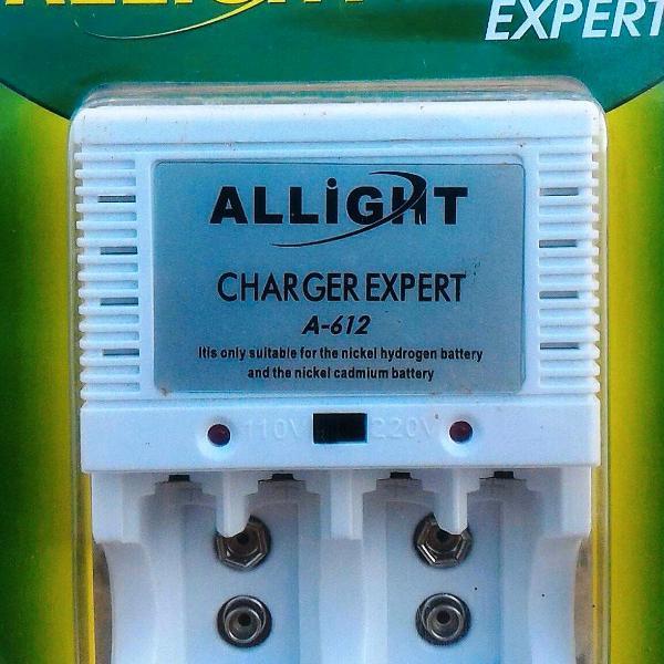 Carregador de pilhas/baterias allight