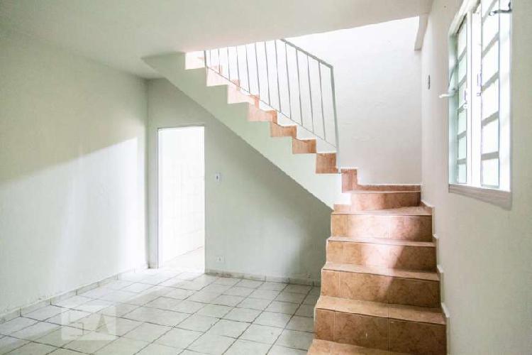 Casa com 2 quartos para alugar, 55 m² por r$ 1.000/mês