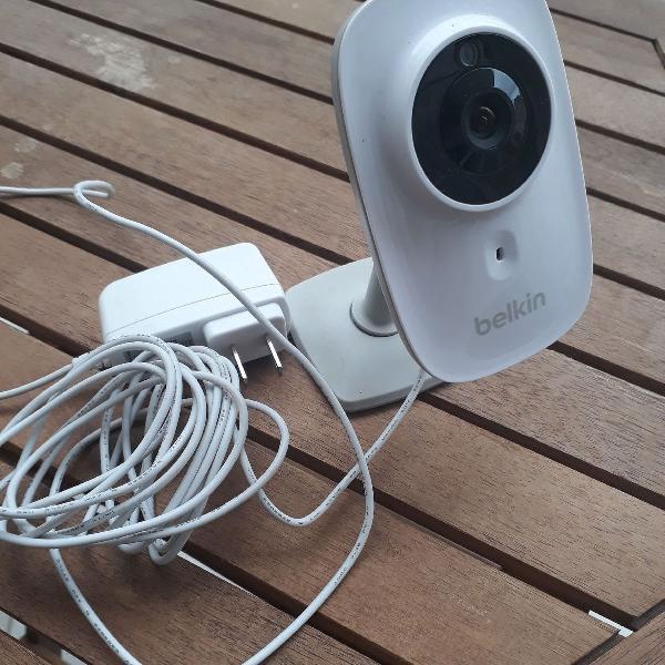 Camera belkin com wi fi e visão noturna
