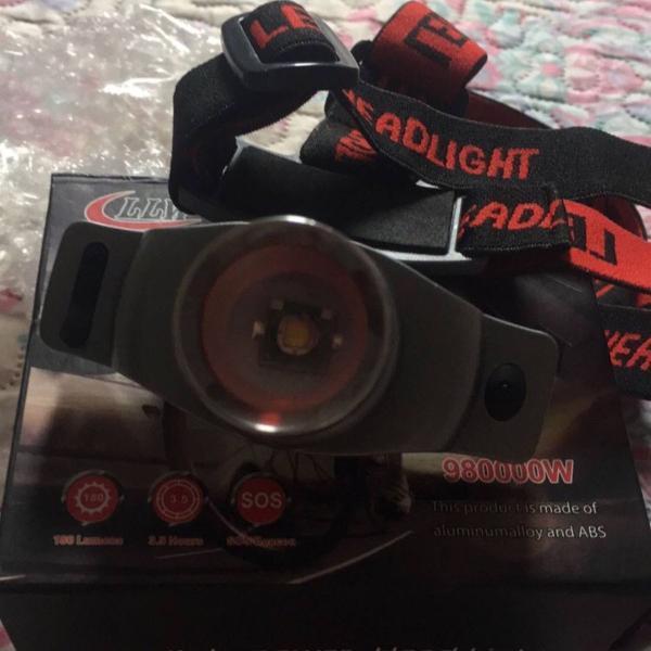 Lanterna de cabeça com zoom e foco