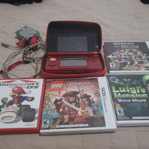 Nintendo 3ds em ótimo estado acompanhado de 4 jogos