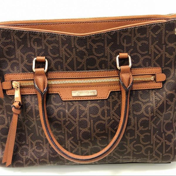 Bolsa de colo em couro super conservada, linda e clássica