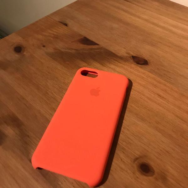 Capa case silicone iphone 7 na cor laranja grátis pelicula