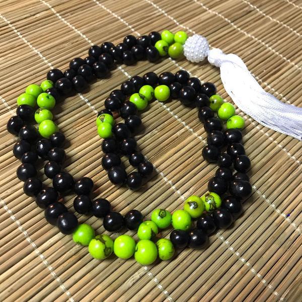Colar japamala 108 contas sementes de açaí preto e verde