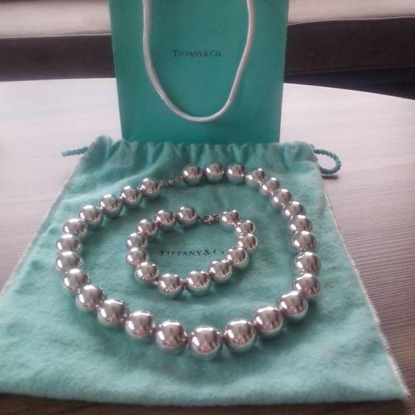 Conjunto de colar e pulseira da tiffany & co em prata,