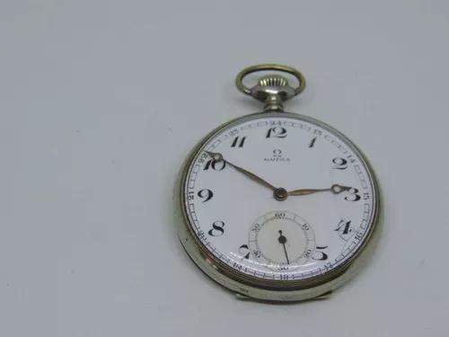 Antigo relógio de bolso suiço marca ômega.