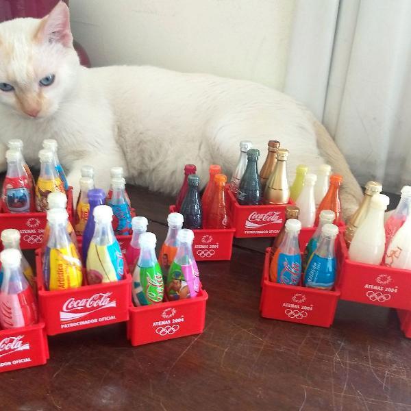 Coleção de mini garrafas coca cola