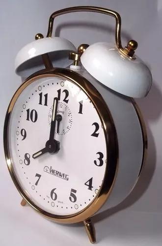 Relógio despertador branco antigo a cordas herweg 2215