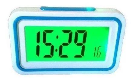 Relógio digital despertador de mesa fala a hora