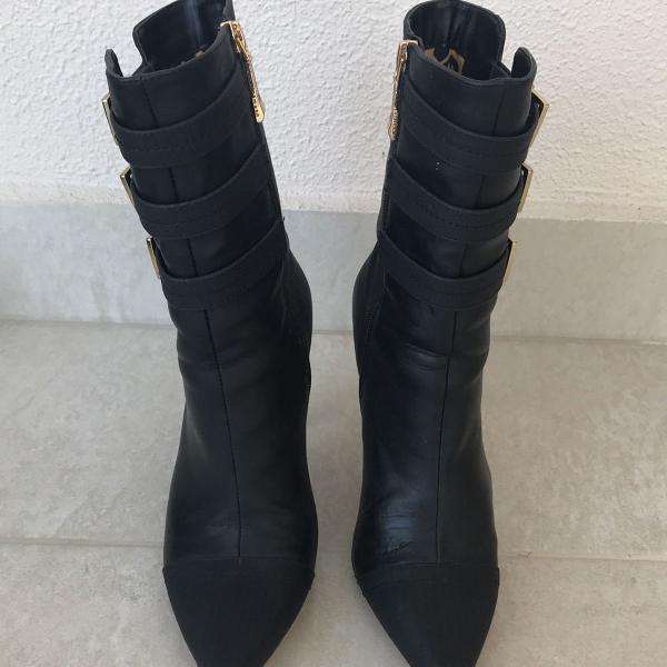 Bota bico fino preta