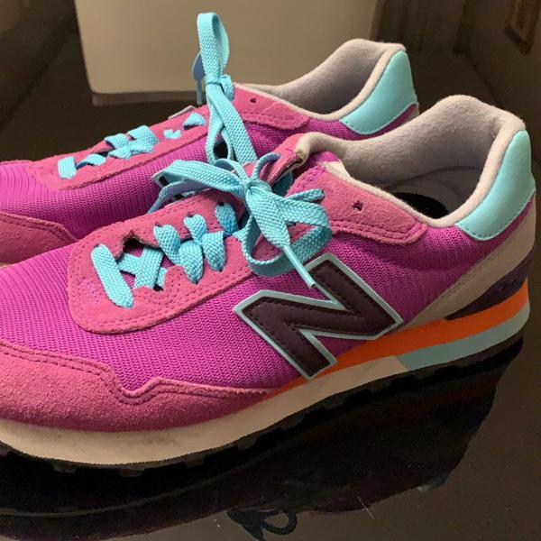 Tênis new balance 515, rosa escuro, detalhes coloridos,