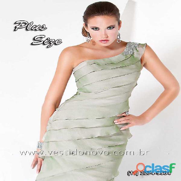Vestido plus size verde claro