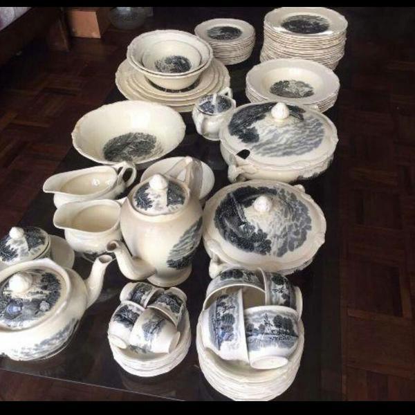 Jogo de porcelana inglesa bemmm antigo, bem antigo mesmo