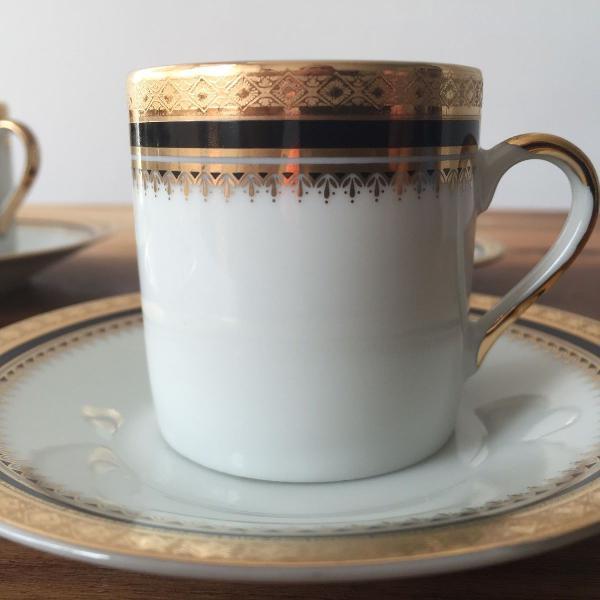 Conjunto de xícaras de café ouro sobre azul / importado
