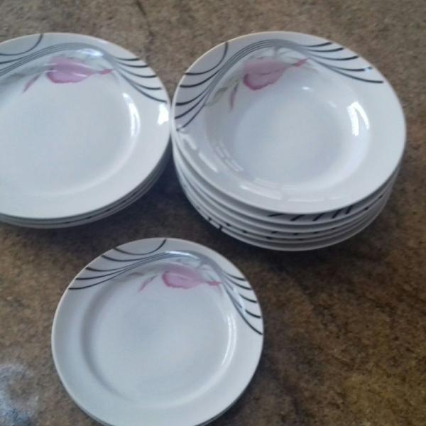 Conjunto pratos porcelana