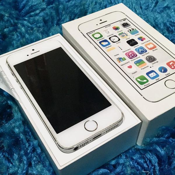 Iphone 5s semi novo + 8 capinhas