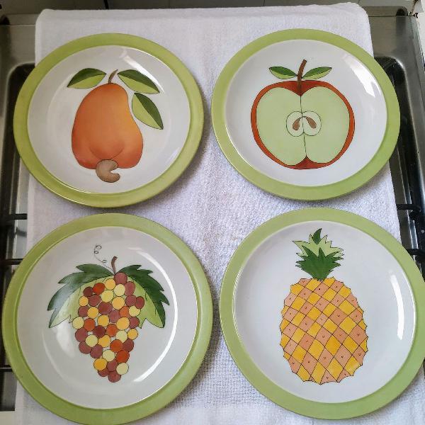 Jogo de 4 pratos de porcelana