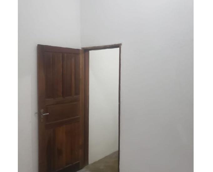 Casa térrea com 01 dormitório - jd santa beatriz -