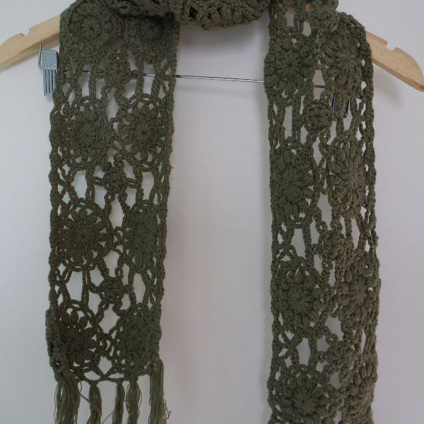 Cachecol crochê verde musgo