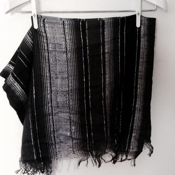 Cachecol preto e cinza