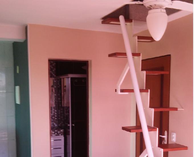 Cobertura duplex de 2 qts com armários planejados na