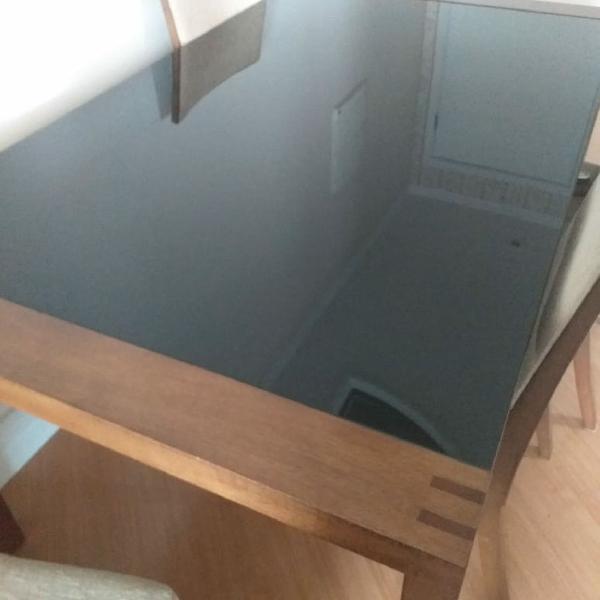 Mesa de jantar c/ 4 cadeiras!