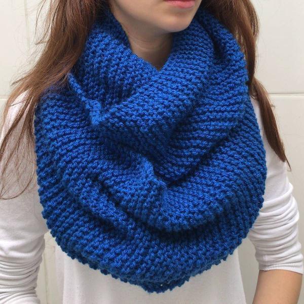 Cachecol azul marinho claro 2 voltas em tricô gola echarpe