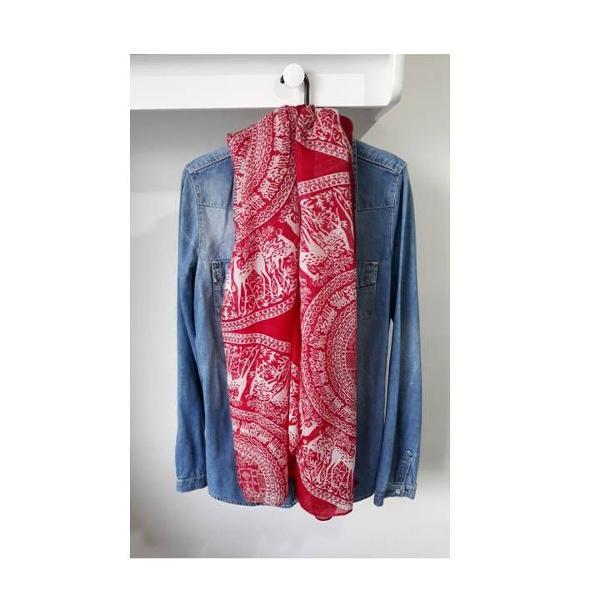 Cachecol/lenço vermelho
