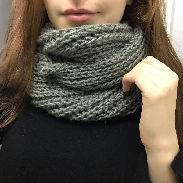 Gola cinza em tricô lã especial feito à mão ponto