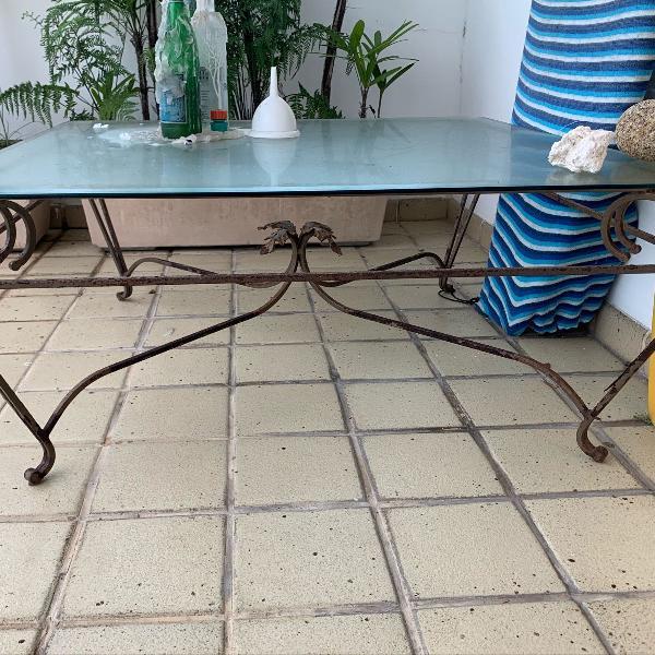Mesa de centro ou canto em vidro e ferro fundido