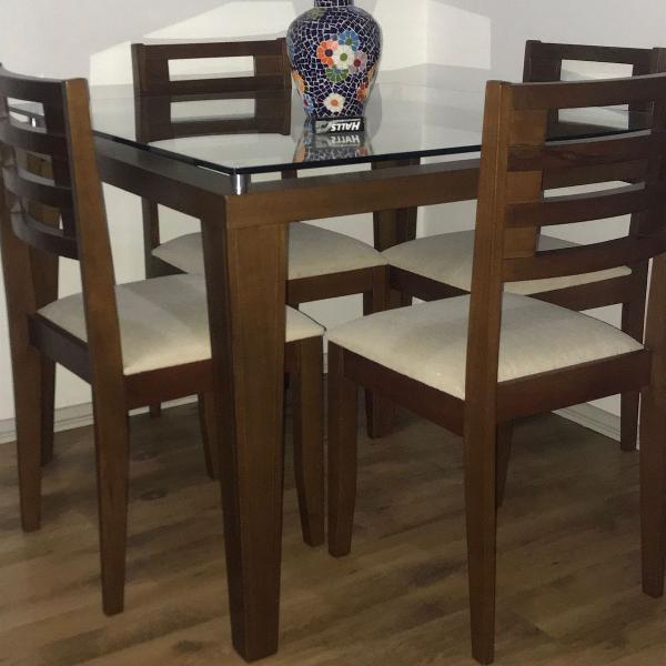 Mesa de jantar com 4 cadeiras tampo de vidro. madeira de