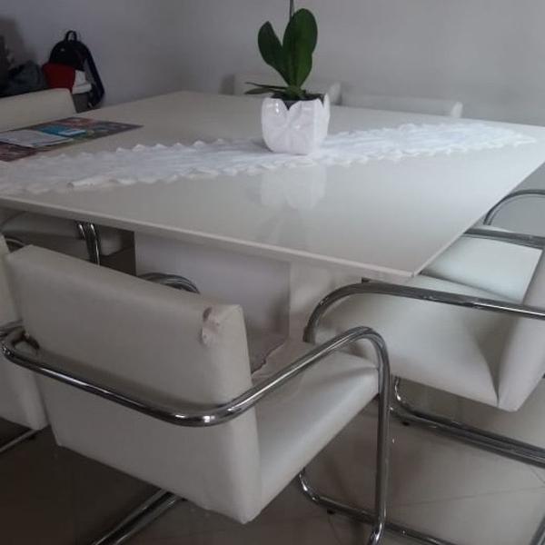Mesa quadrada branca 8 lugares