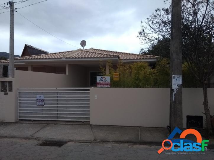 Ótima casa a venda 3 dormitórios sendo 1 suíte c/ trilha p/ praia do moçambique no rio vermelho - norte da ilha - florianópolis - sc
