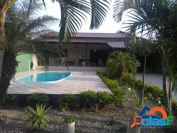 Linda casa com 03 dormitórios a venda com piscina na praia do moçambique - florianópolis sc - norte da ilha