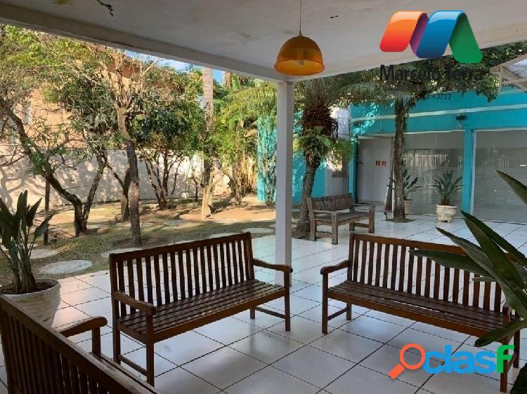 Casa comercial - excelente localização - 3 pavimentos - 15 salas - 900m2