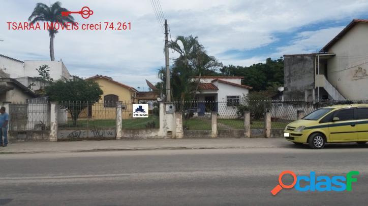 Dois amplos terrenos com Casas, Centro, Araruama.