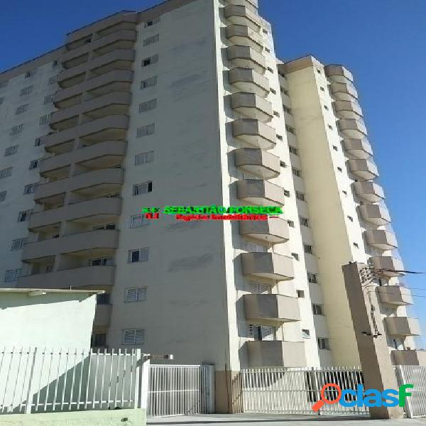 Apartamento, 2 dormitórios e sacada, ao Lado do Centro