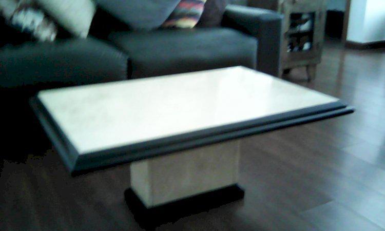 Mesa de centro de mármore bahia e borda de nero marquina