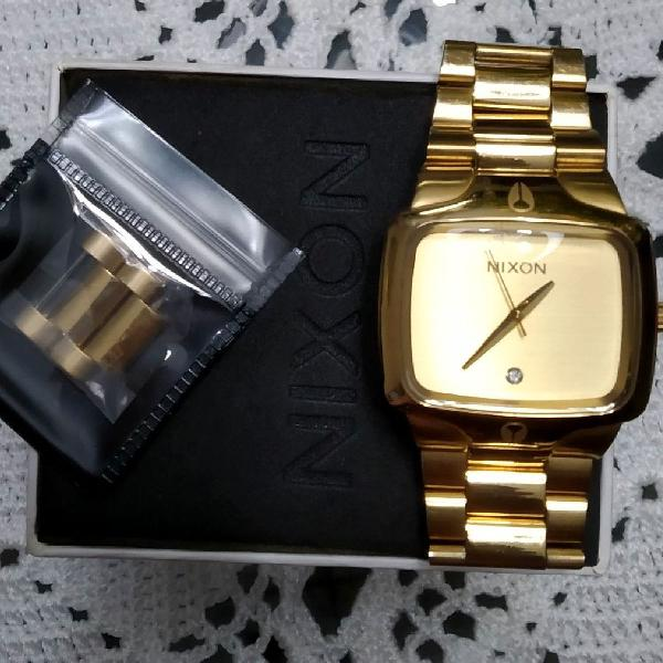 Relógio nixon player a140 509 dourado
