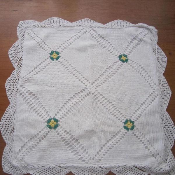 Capa de almofada em crochê branca