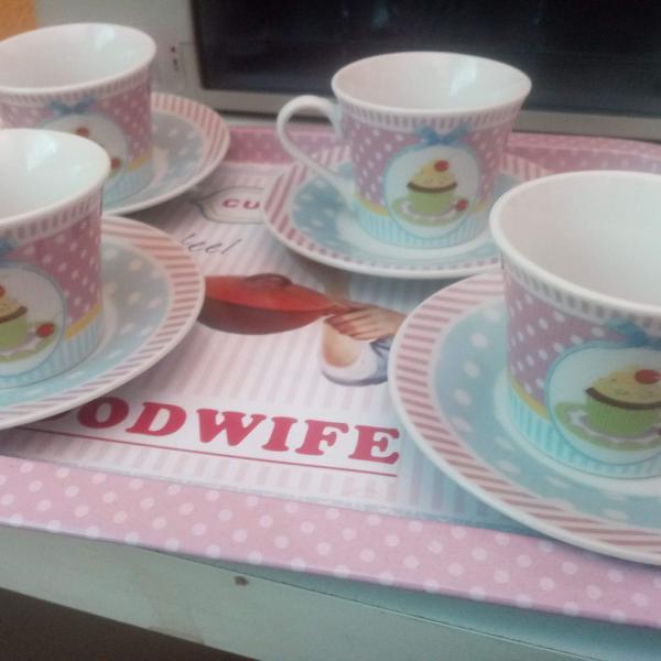 Conjunto de xícaras de café com bandeja