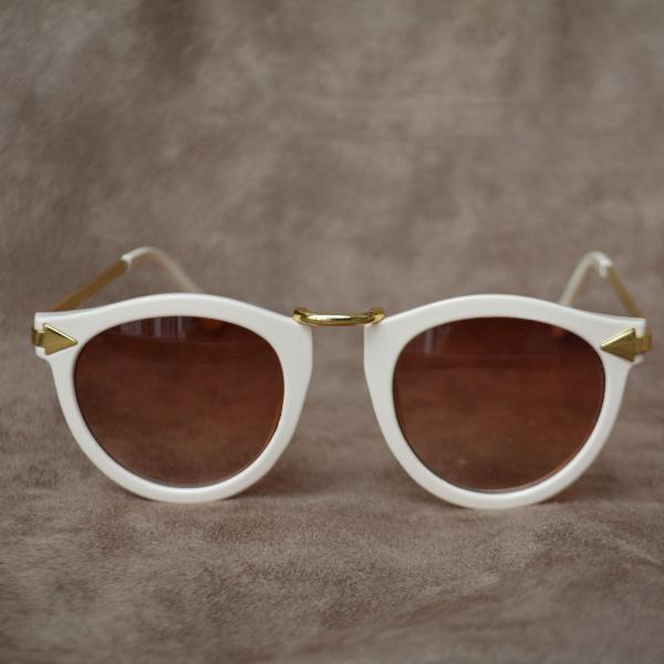 Lindo óculos de sol cru